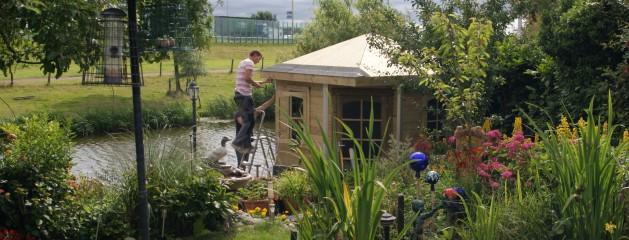 Realisatie tuinhuis en beschoeiing